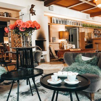 familienfreundliches Boutique Hotel Der Seehof in Goldegg -Lounge Bereich im Erdgeschoss
