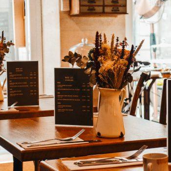 Hübsches kinderfreundliches Café in Nimes - Frankreich mit Kindern