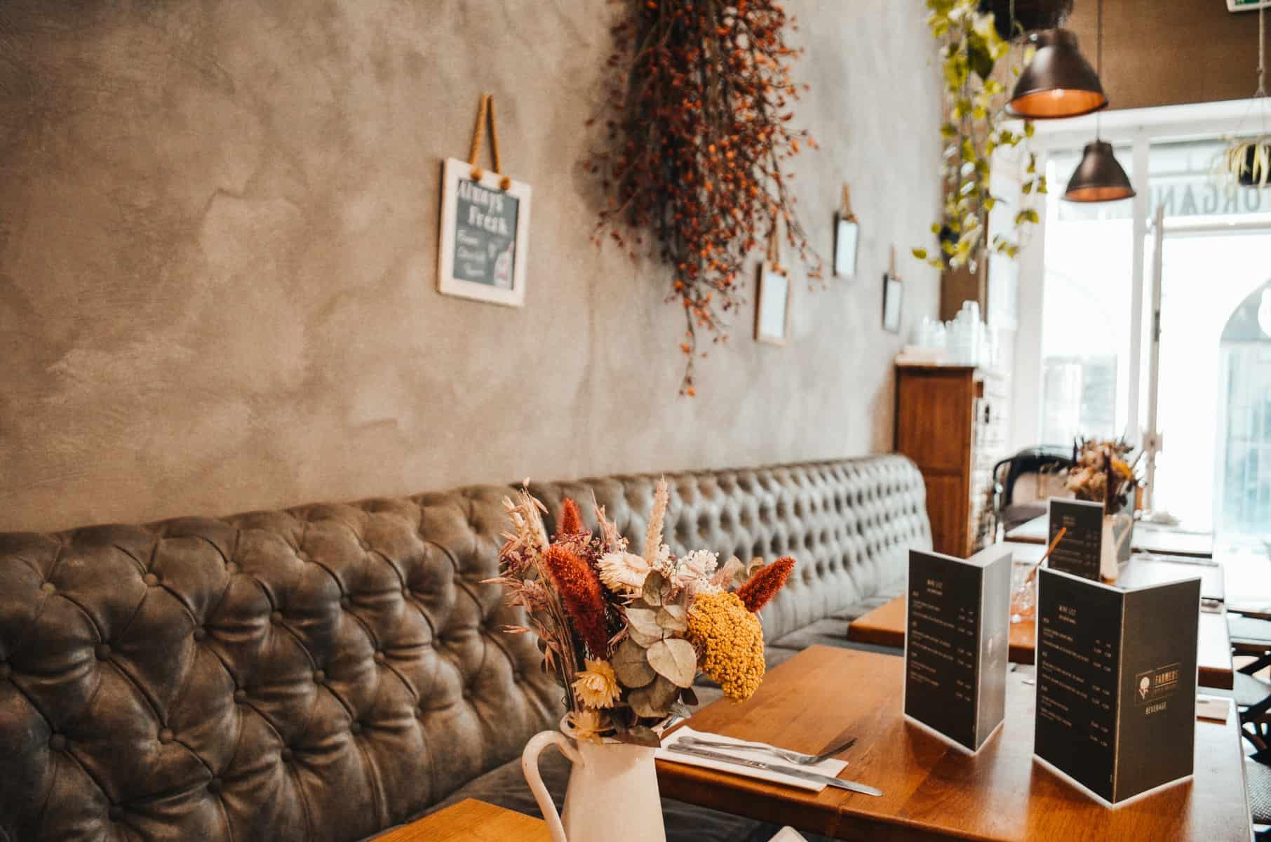 KINDERFREUNDLICHES CAFÉ MIT BIOPRODUKTEN IN NIMES