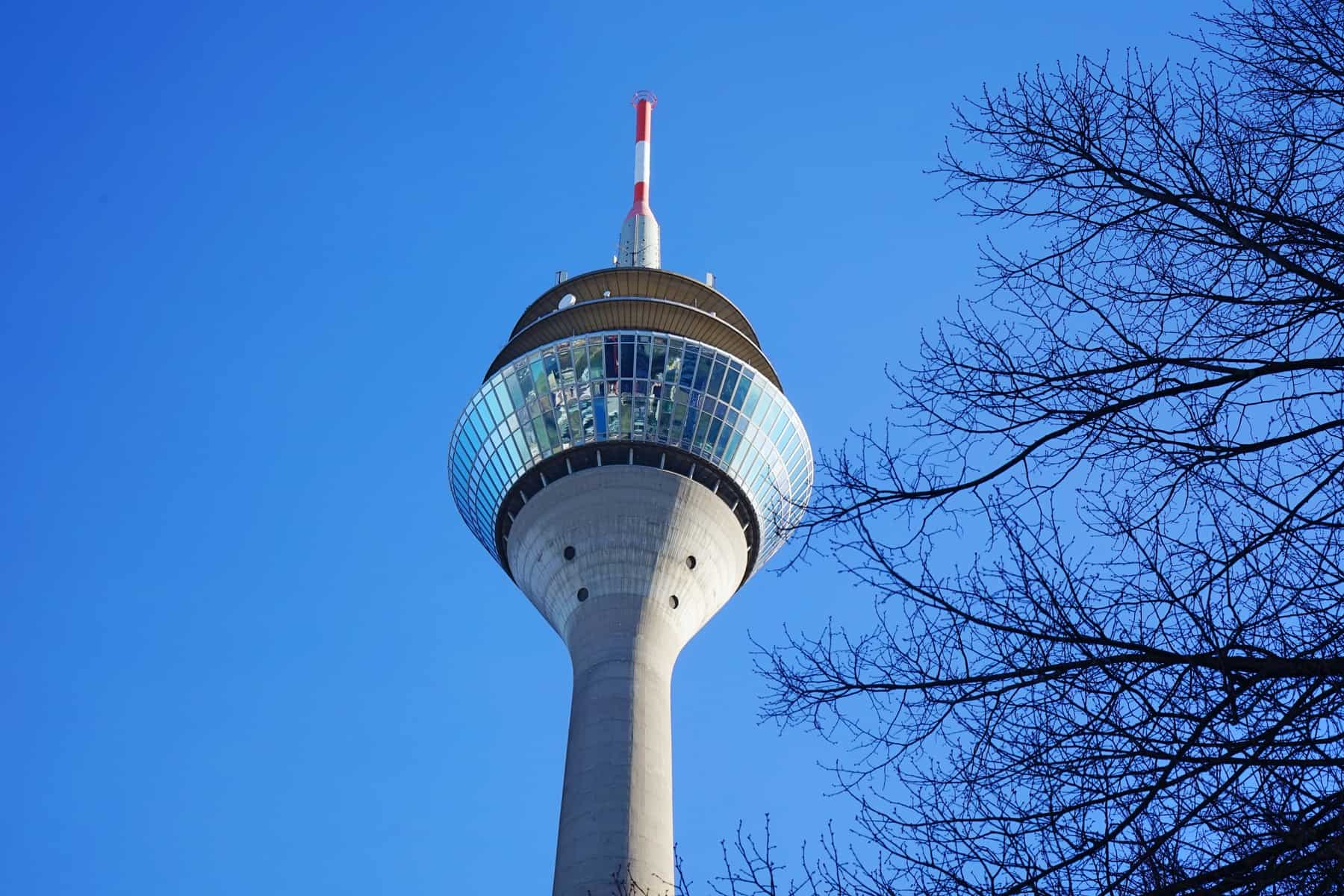 FAMILY DESTINATION RHINE TOWER DÜSSELDORF