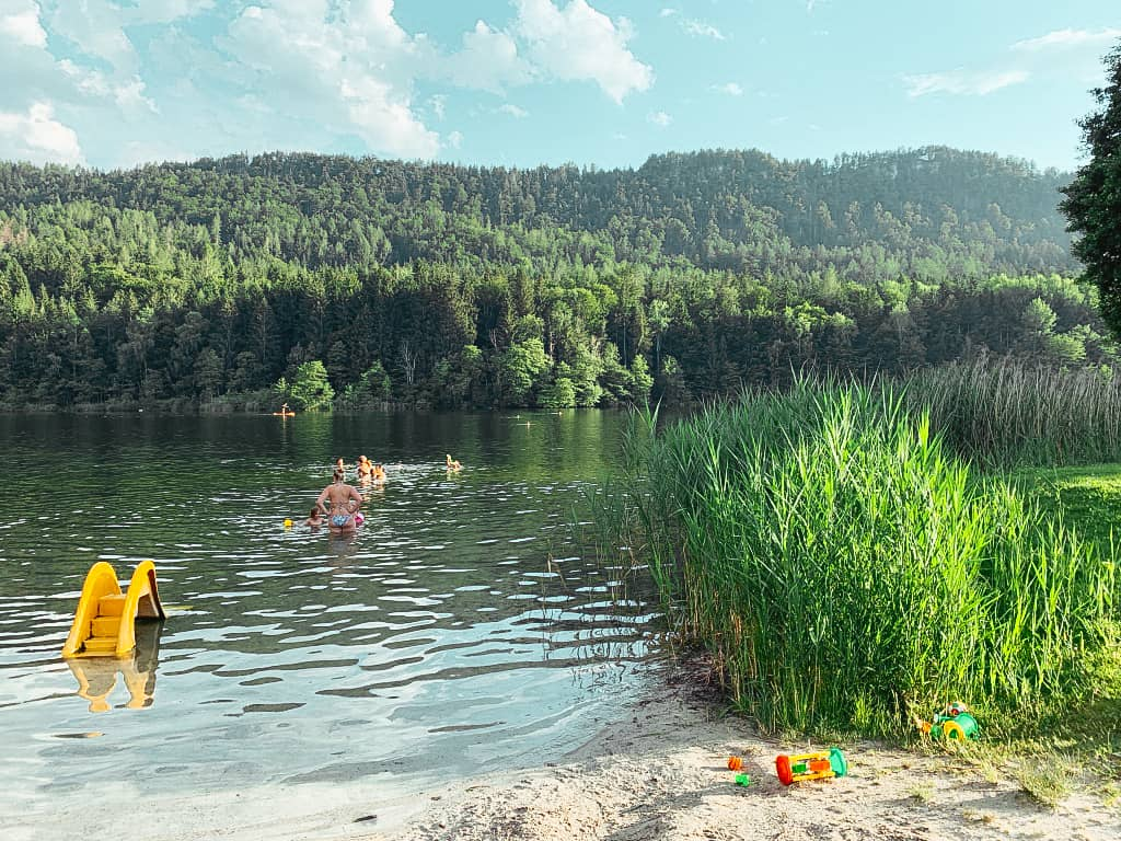 FAMILY BEACH AT RAUSCHELESEE IN CARINTHIA