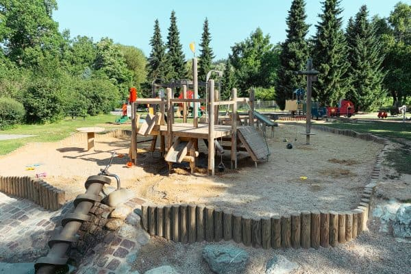 Spielplatz in Klagenfurt im Europapark am Wörthersee, Ausflugstipp für Familien, Kärnten mit Kind