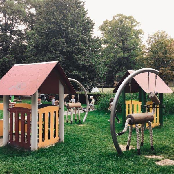 München mit Kind Spielplatz in Bogenhausen Spielplatz Scheinerstrasse_Spielhäuser