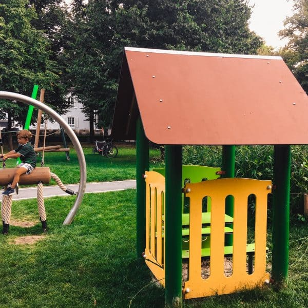 München mit Kind Spielplatz in Bogenhausen Spielplatz Scheinerstrasse-Pferd