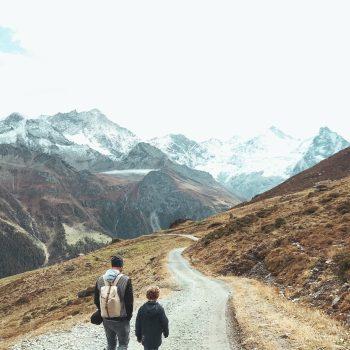Familienurlaub im REKA Feriendorf in Zinal_Ausflugstipp in der Schweiz mit Kindern_Wanderung von Sorebois nach Zinal