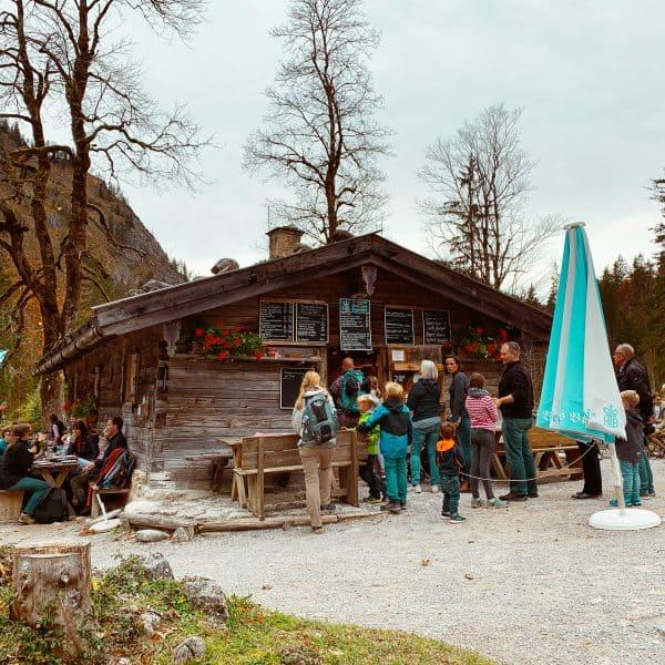 Familienwanderung im Münchner Umland mit Kindern zur Alm Siebenhütten