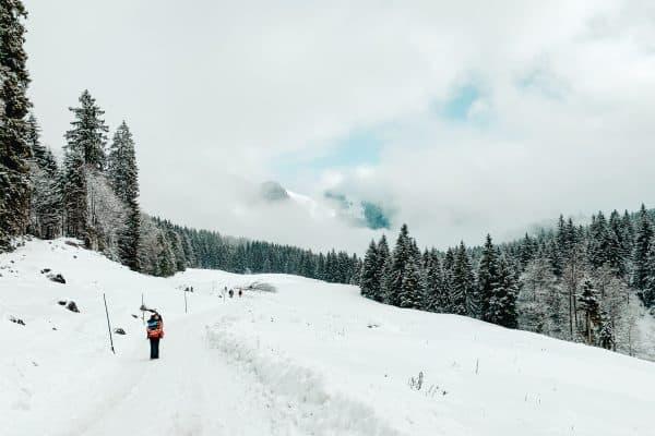 Leichte Bergwanderung im Winter mit Kindern im Münchner Umland - Spitzingsee Firstalm Wanderung und Rodeln mit Kindern