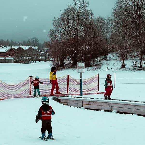 Skifahren mit Kindern an den Hirschbergliften in Kreuth am Tegernsee