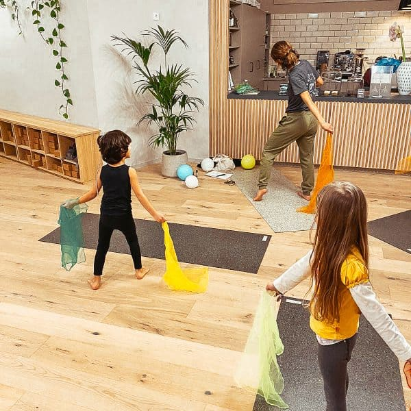 Tribe Yoga Base mit Plant Based Café in Hamburg Eimsbüttel, eganes Café mit Kind, vegane Snacks und Drinks
