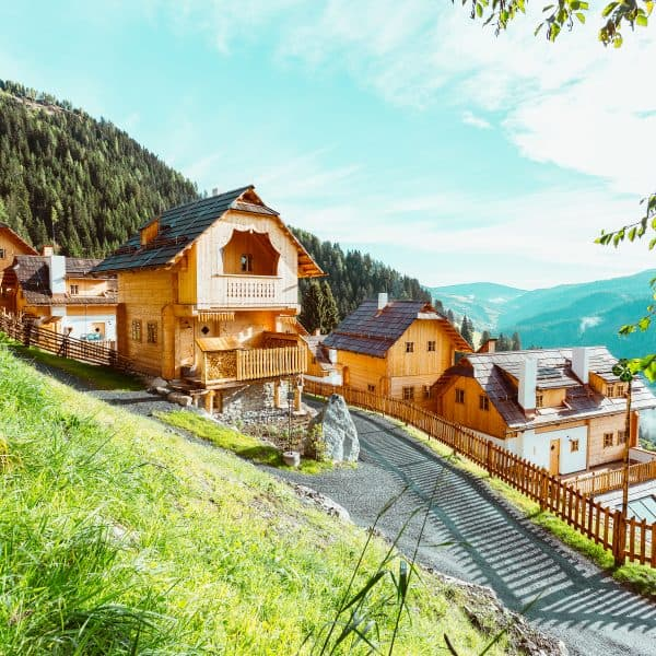 Almdorf_Seinerzeit-familienfreundliche Charlets in Österreich für den Familienurlaub mit Kindern1