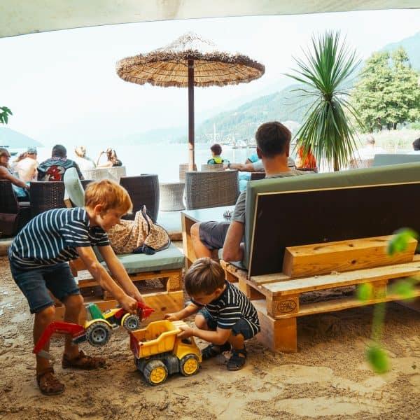 Millstätter See mit Kind, Charles Seelounge, Döbriach, Kärnten mit Kind