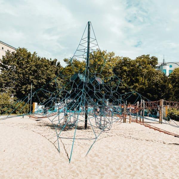 Abenteuerspielplatz Heglerstraße in Magdeburg mit Kindern1