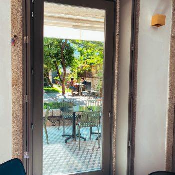Raus in den Garten! Die Boutique Unterkunft in Porto für Familien macht möglich. Ein echtes Hideaway für den Familienurlaub in der Stadt.