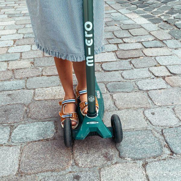Unterwegs mit Kindern in der Stadt - unser Begleiter, der Micro Roller, macht das Entdecken zum Kinderspiel