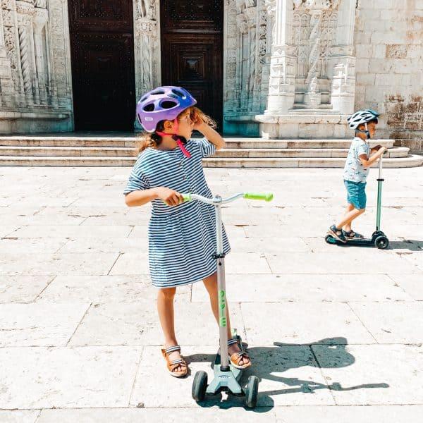 Unterwegs mit Kinder und den Rollern von Micro